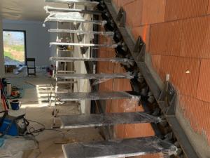 escalier suspendu installation