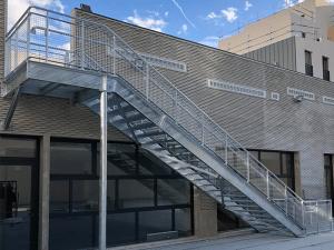 Escalier ERP avec barrière