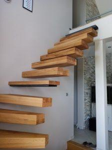 escalier suspendu en chêne